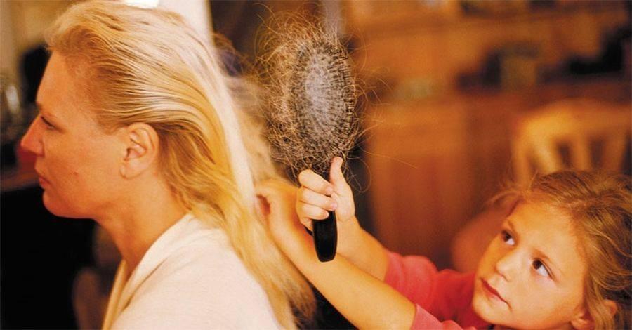 Выпадение волос после родов: причины, лечение