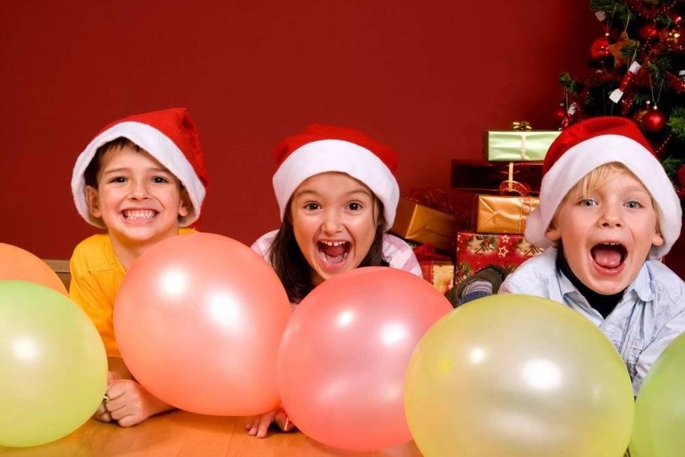 10 детских веселых новогодних сценок на любой лад к новому году 2021