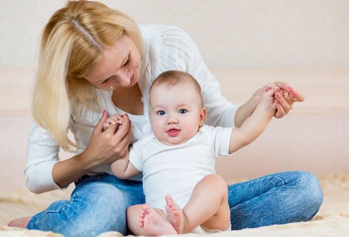 Как присаживать девочку в 6 месяцев - советы врача