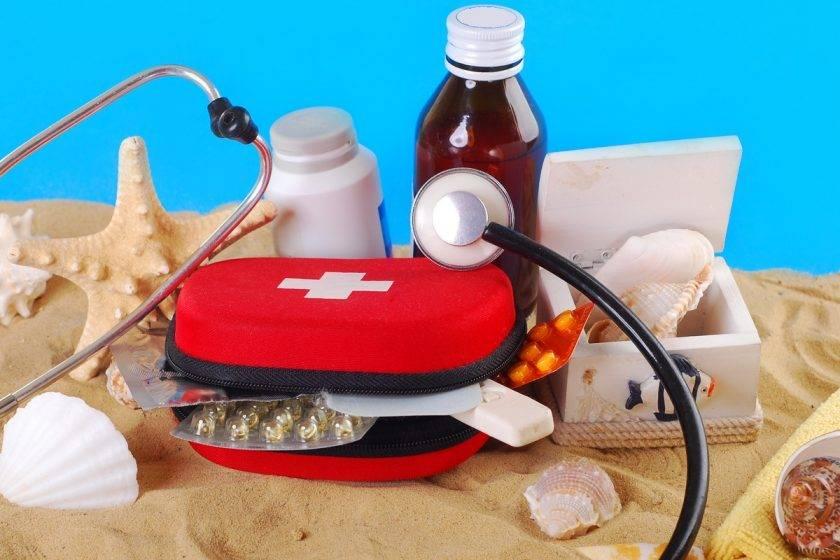 Собираем аптечку путешественника: какие лекарства взять в дорогу