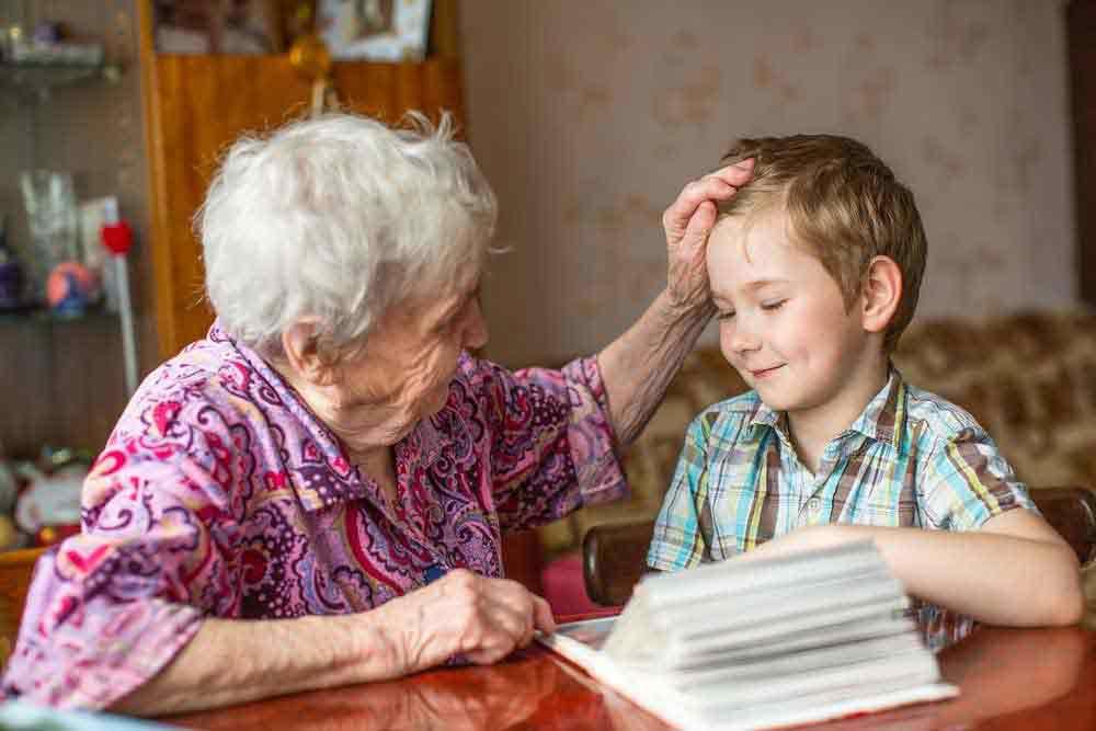 Роль бабушек и дедушек в развитие ребенка