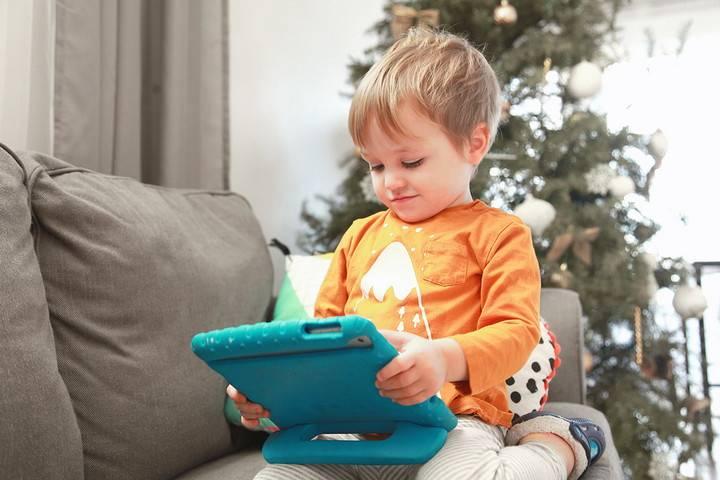 Развивающие программы и мультфильмы для детей: всегда ли они полезны?