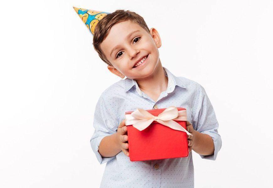 Что подарить ребёнку на новый год: несколько главных советов