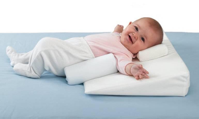 С какого возраста ребёнку можно спать на подушке