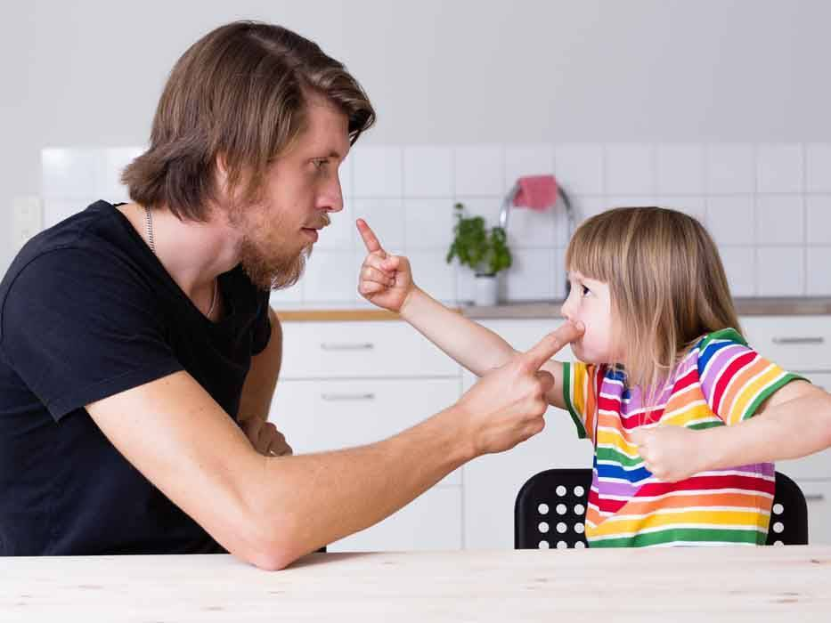 Ребенок требует внимания ☒ постоянно хочет много внимания