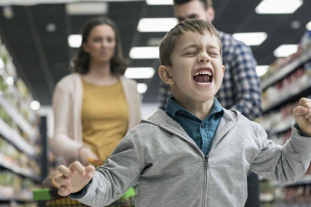 Как отучить ребенка от истерик в магазине. ребенок в истерике