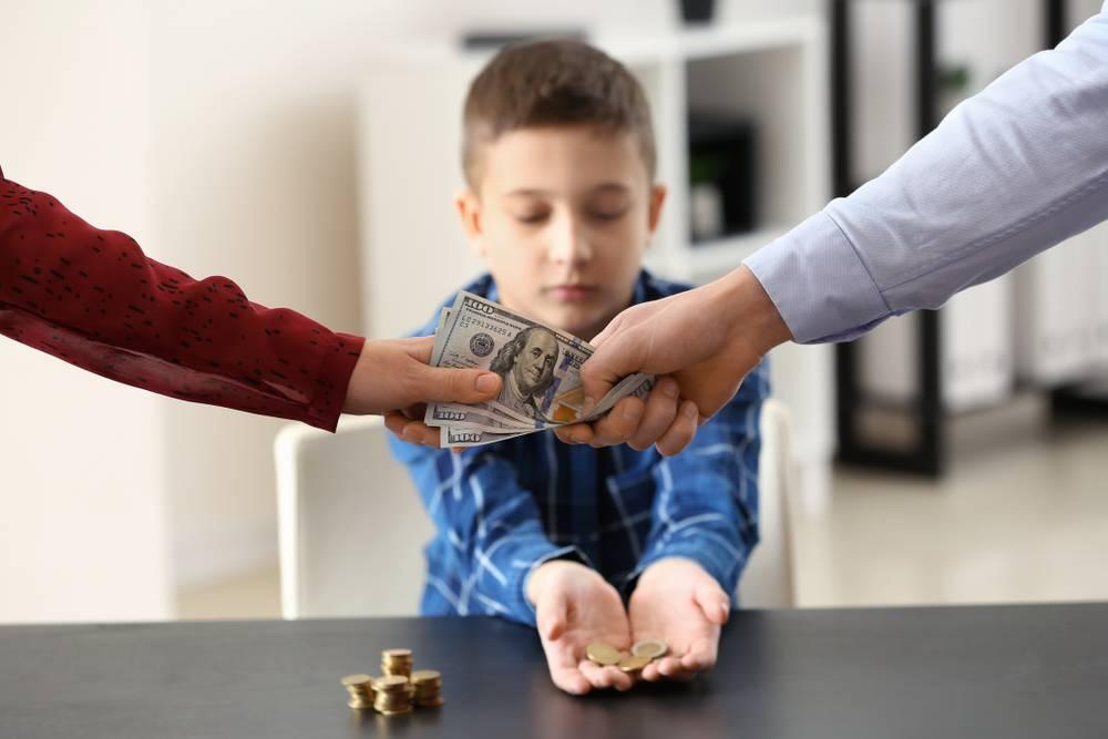 Как научить ребенка пользоваться карманными деньгами?