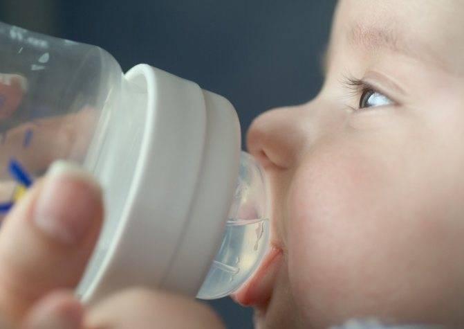 Нужно ли (и можно ли) давать воду новорожденным детям при грудном, искусственном, смешанном вскармливании? вода при икоте