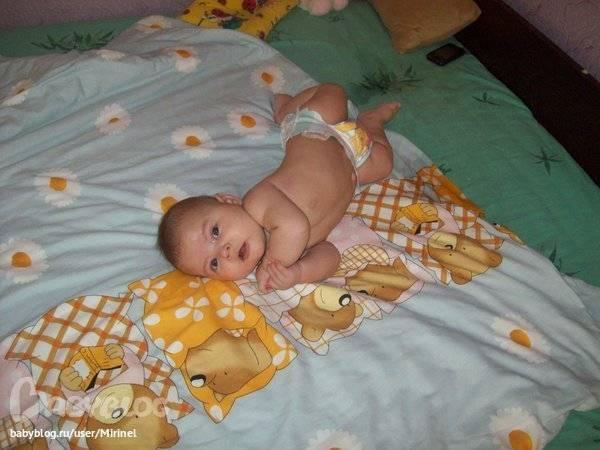 Почему малыш запрокидывает голову назад и выгибается