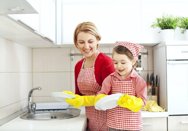 Обязанности ребенка по дому согласно возрасту: что должны делать дети с 5 до 12 лет