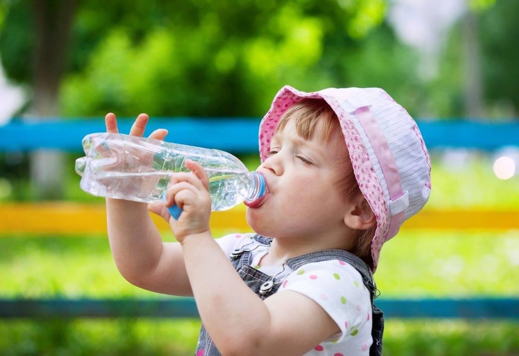 Как защитить грудничка в жаркую погоду :: дети ::  «живи!