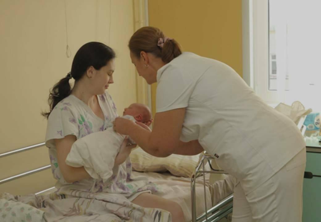 Какие важные прививки ставят новорожденным детям в роддоме