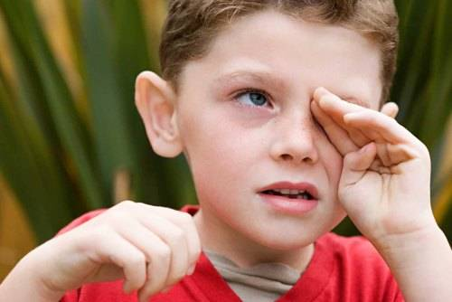 Кровь из уха у ребенка