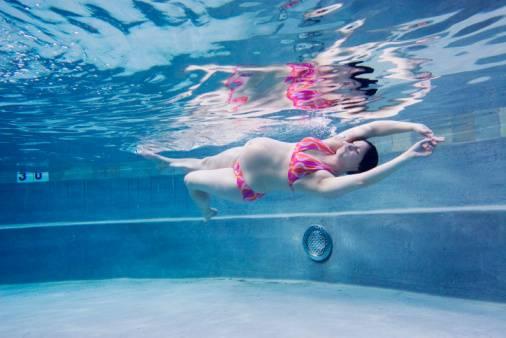 Посещение бассейна во время беременности