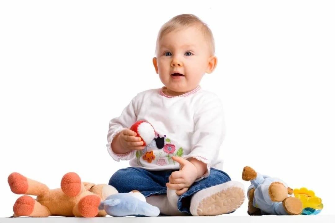 Развивающие игрушки для новорожденных: советы по выбору