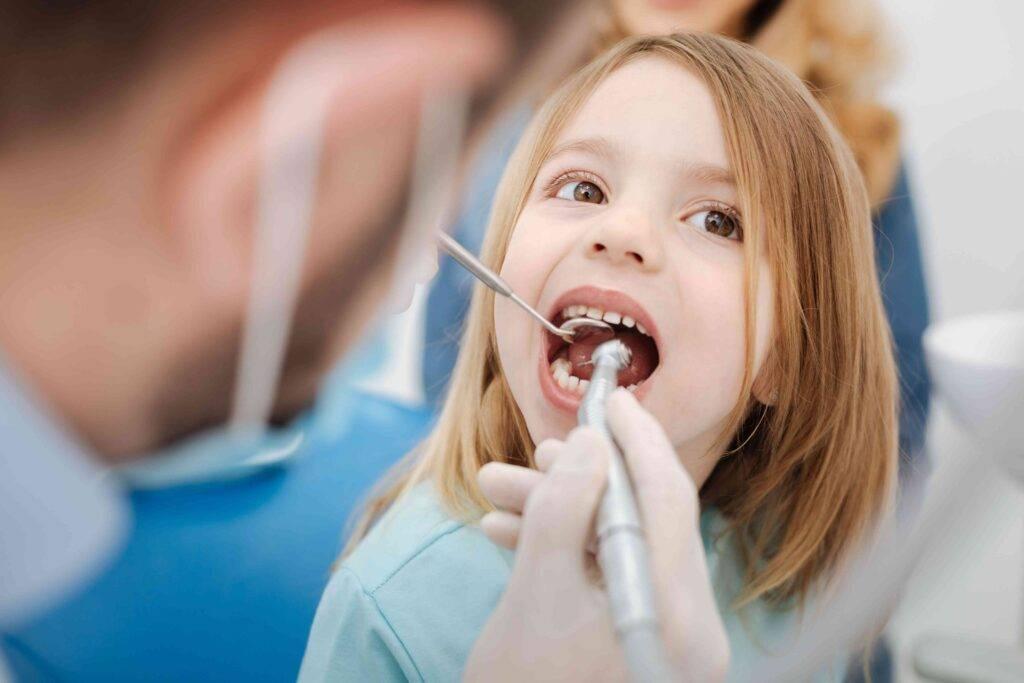 Как выровнять кривизну зубов в домашних условиях