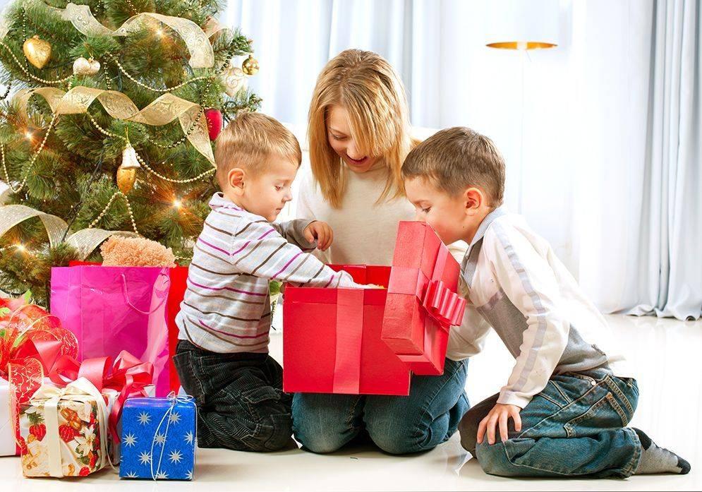 Лучшие идеи для подарков на новый 2018 год для любимых родителей