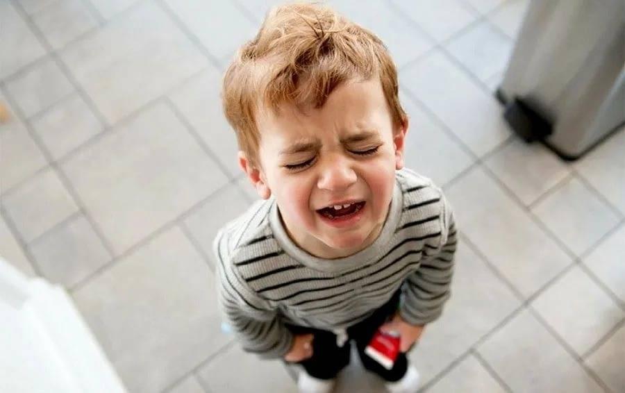 Что делать, если ребенок просыпается и плачет
