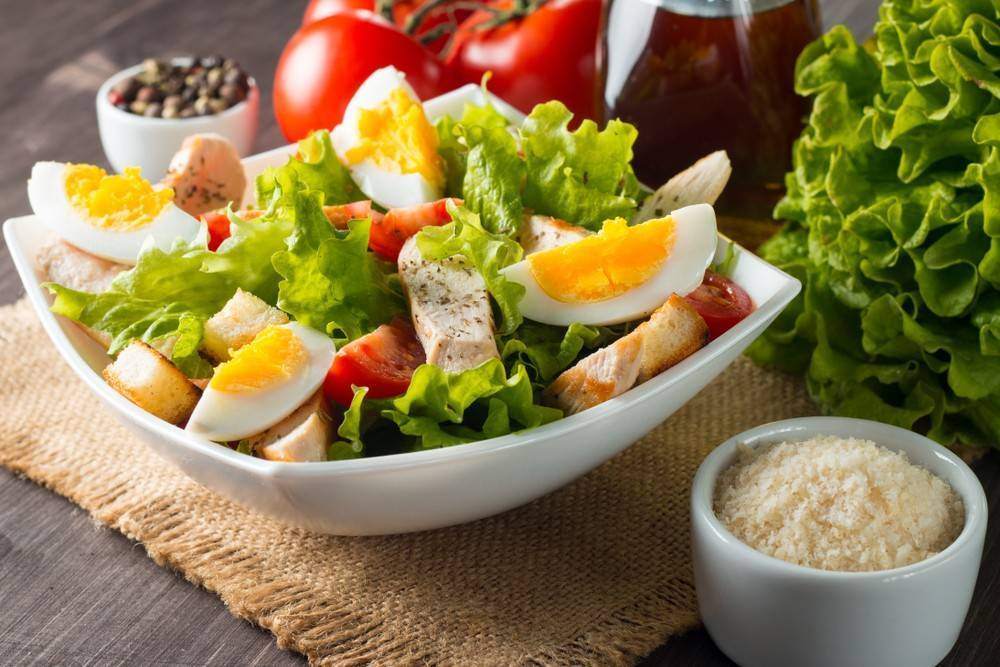 Питательные и диетические салаты в рационе кормящей мамы