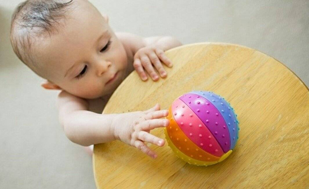Основные особенности развития ребенка в 10 месяцев