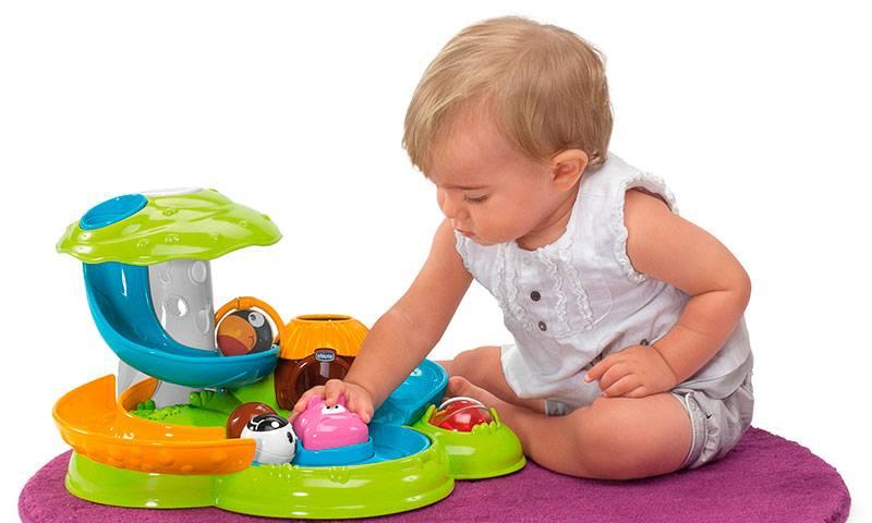 Что подарить ребенку на 1 год - практичные и развивающие игрушки