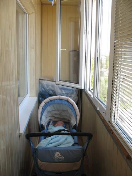 10 причин по которым не стоит младенцу спать на балконе