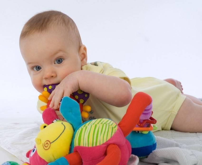 Развивающие игры для малыша или чем занять ребенка от года