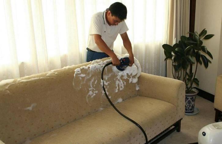 Как избавиться от пятен на мебели и коврах?
