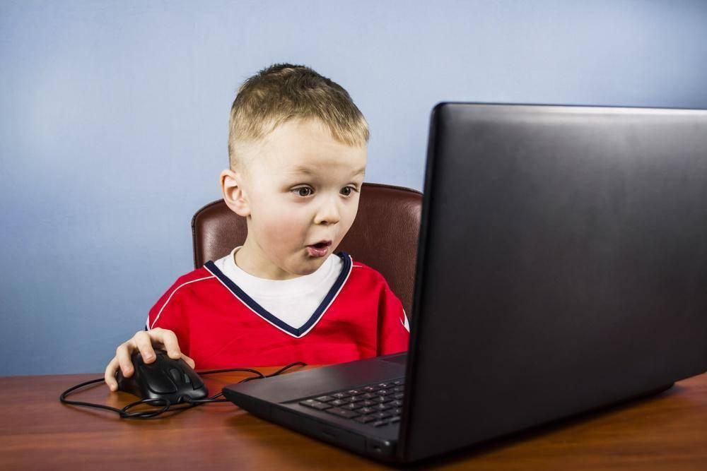 Ребенок сидит в интернете и ничего не рассказывает. проверять ли аккаунт ребенка в соцсетях
