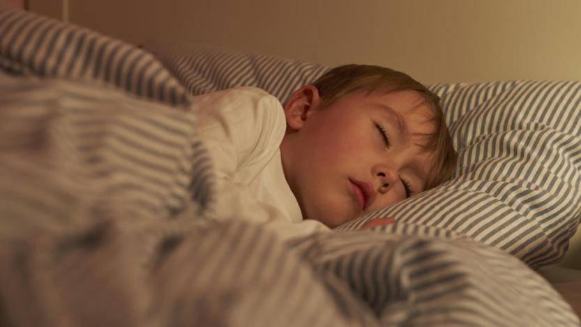 Почему ребенок скрипит зубами во сне - причины