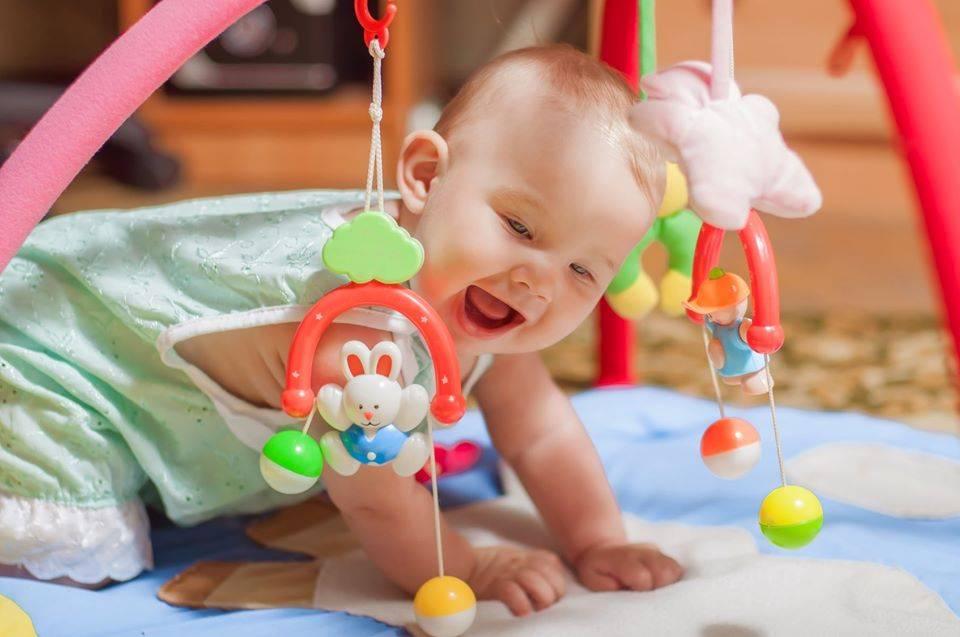 Как развивать ребенка в 3 месяца: полезные игры и занятия