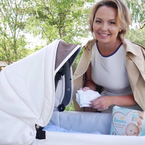Сколько раз в день нужно гулять с новорожденным: зачем и когда начинать прогулки