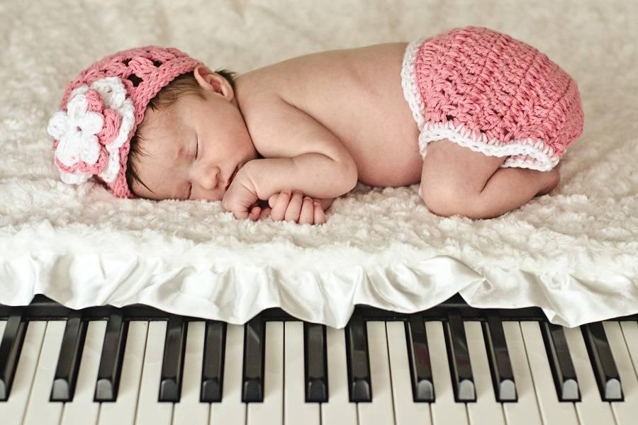 Музыка для грудничков. первые уроки музыки (видео)