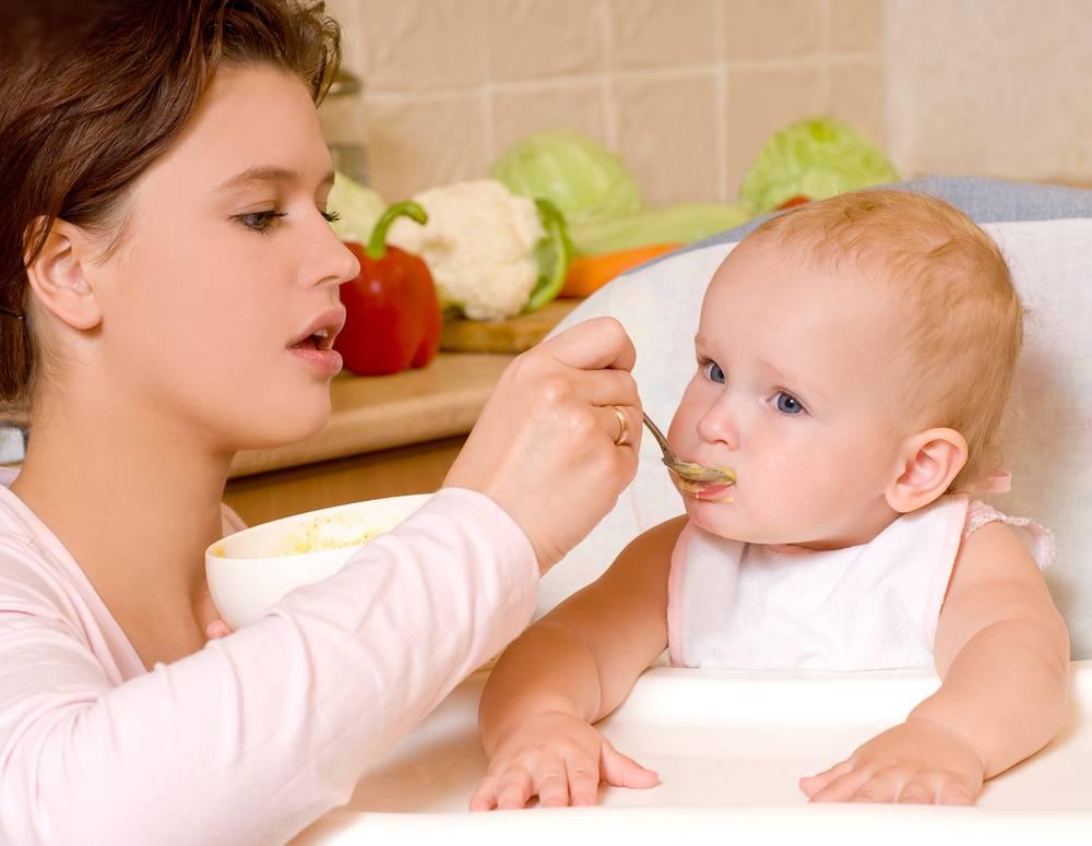 Что делать, если ребенок не хочет есть прикорм (не ест кашу), отказывается есть с ложки