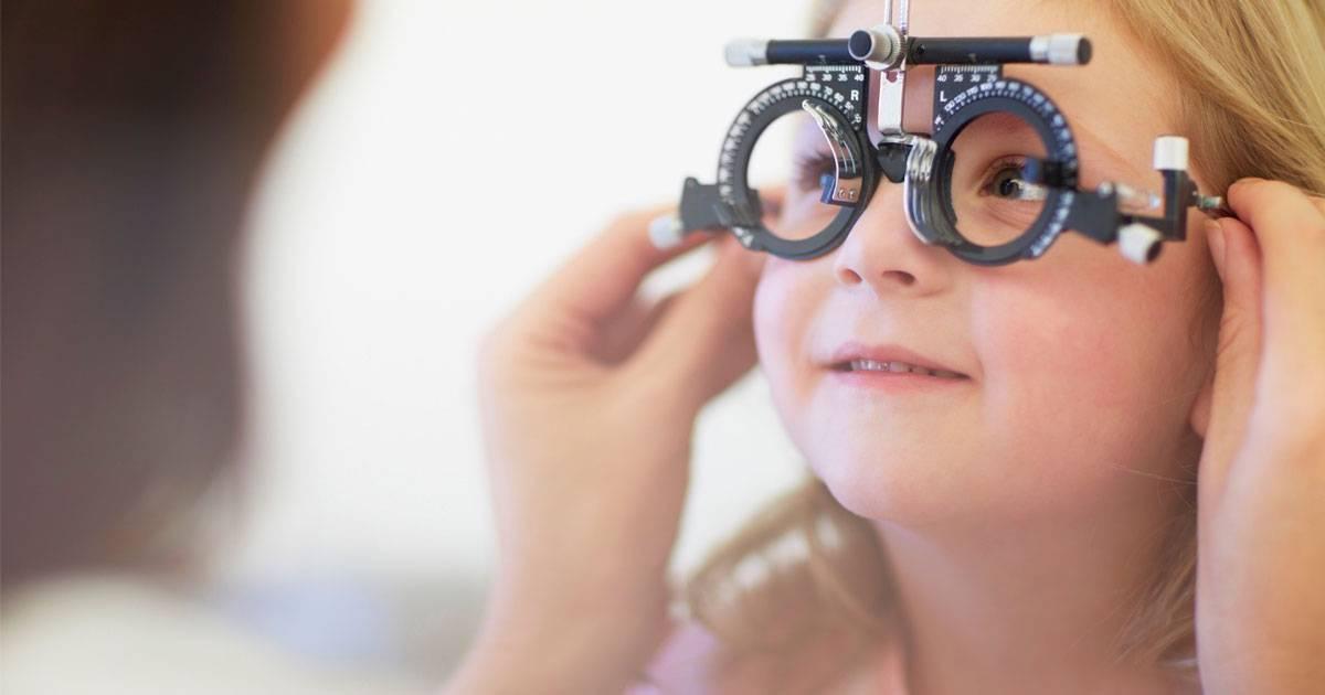 Чем опасно для детей купание в линзах? рассказывает детский офтальмолог