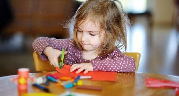 Ребенок не правой рукой не левой. «одной левой» или как правильно воспитывать ребёнка-левшу