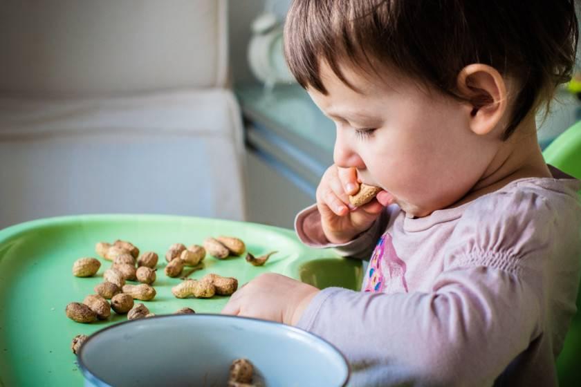 Когда можно начинать давать сладости ребенку и какие