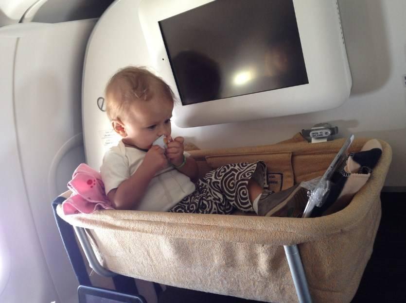 Полет с маленькими детьми и грудничками: подготовка, полезные советы