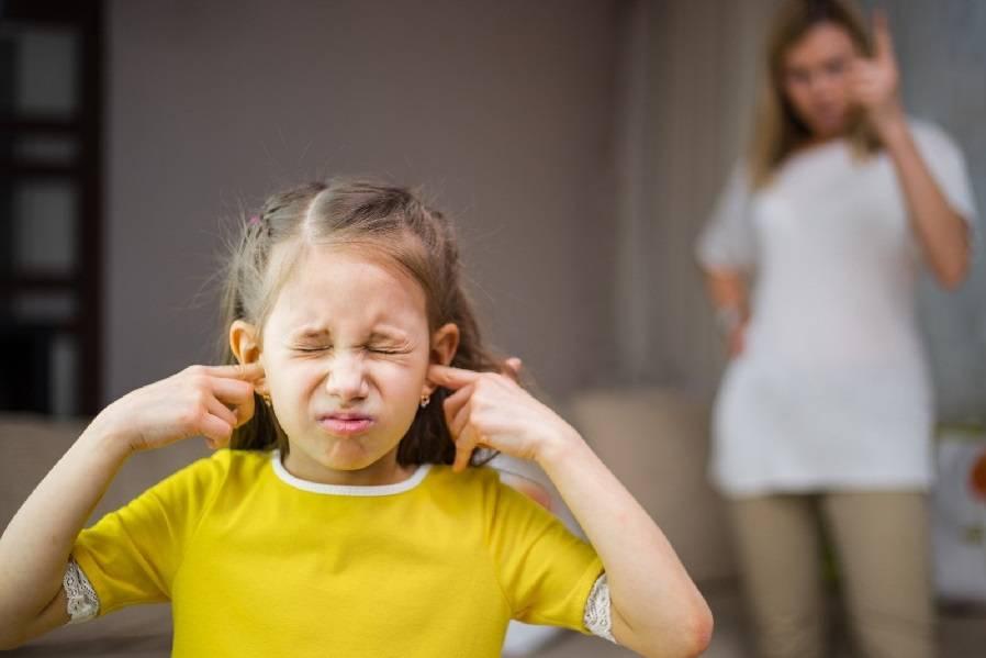 Ребенок боится громких звуков: причины, симптомы, коррекция и советы специалистов