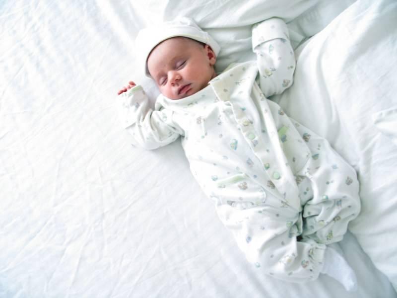 Когда можно гулять с новорожденным: как одевать грудничка на прогулку, сколько гулять, прогулки