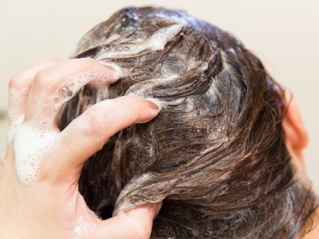 Народные и медикаментозные средства от зуда кожи головы и перхоти
