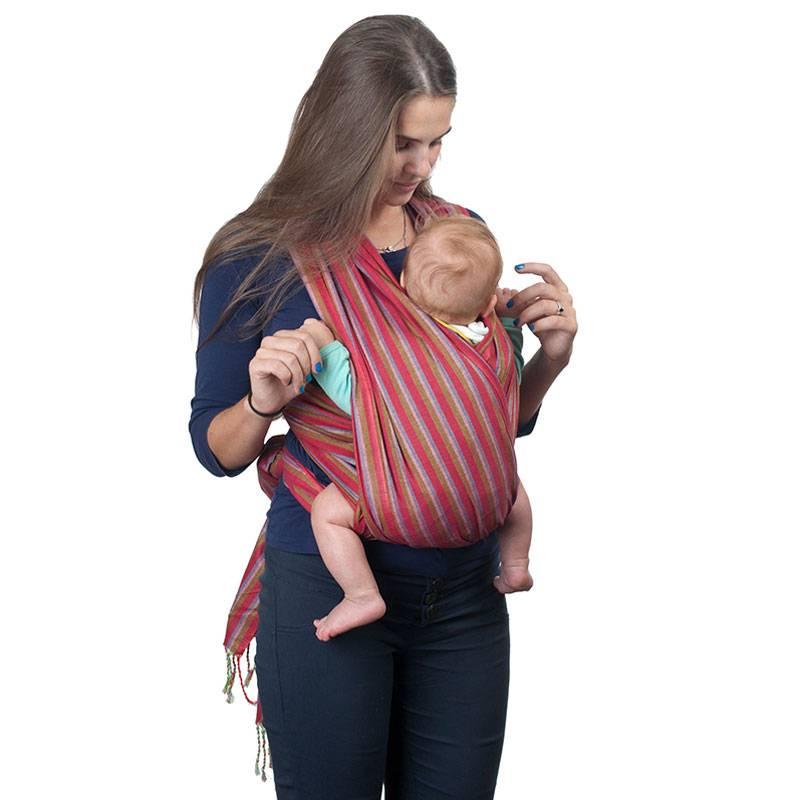 Первые дни с новорожденным: как носить ребенка в слинге и зачем лежать с ним рядом