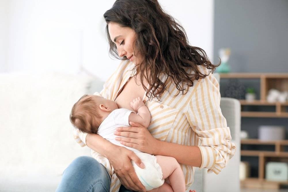 Помощь мужа во время кормления грудью