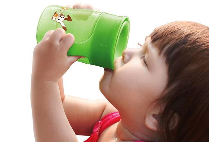 Как научить ребенка пить из кружки самостоятельно, комаровский