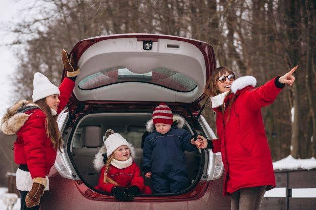 Чем занять ребенка в дороге: что делать в самолете, в машине, в поезде?