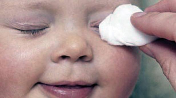 Глазки новорожденного: косят глазки у новорожденного — физиология или болезнь? – уход за глазами новорожденного: 5 советов, как правильно ухаживать, промывать, протирать глазки, видео — «мама кмв» сайт для мам пятигорска и кмв