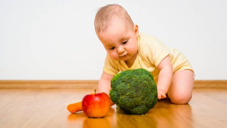 Как приучить ребенка есть фрукты