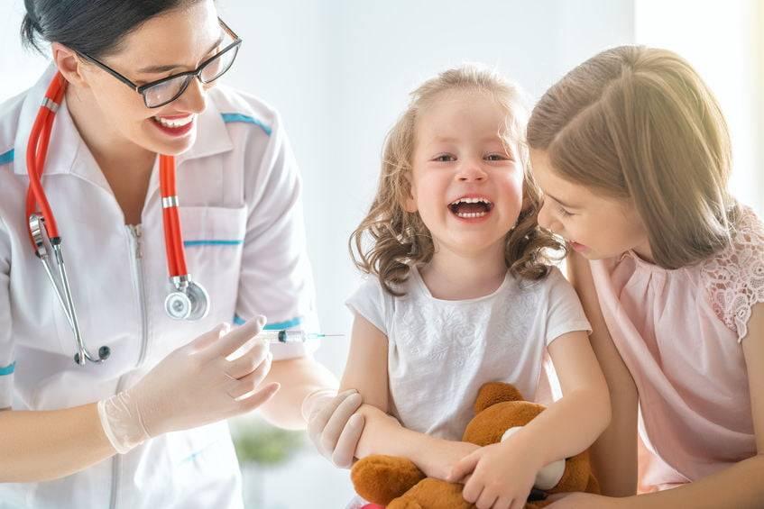 Нужны ли прививки детям: обзор противопоказаний и мнение специалиста
