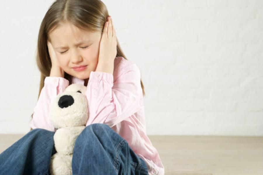 Что делать, если ребенок боится оставаться дома один?