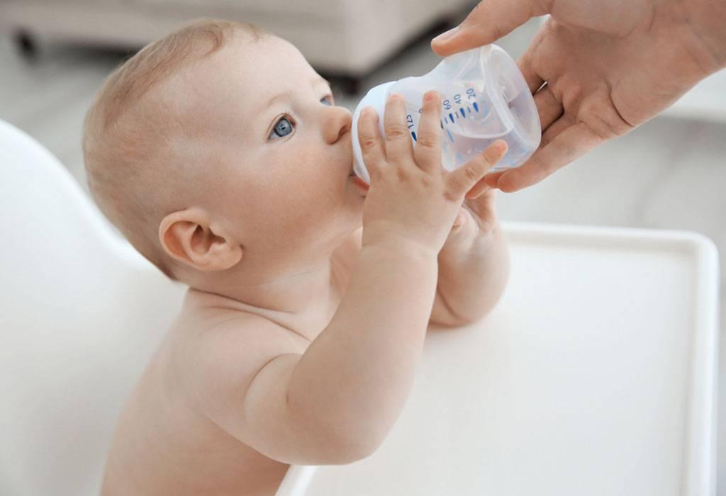 Что говорят педиатры: можно ли новорожденному давать кипяченую воду?